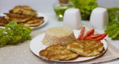 Кабачковые оладьи с сырной и помидорной начинкой