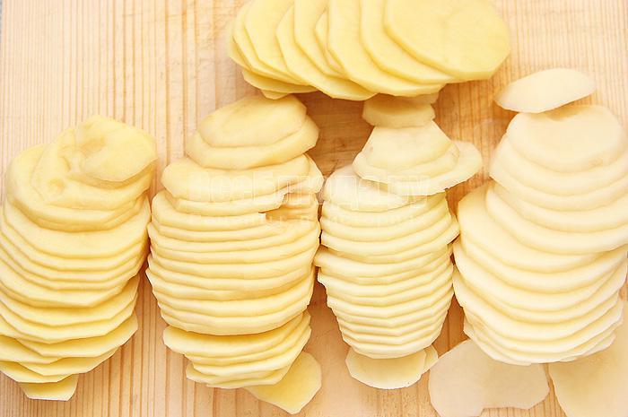 нарезаю картофель