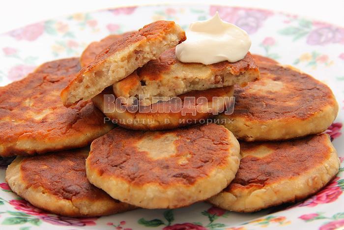 Сырники с грецким орехом и абрикосовым вареньем (вместо сахара)