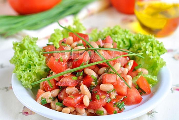 готовый салат с консервированной фасолью