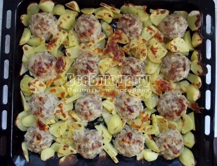 запеченная картошка с котлетами в духовке