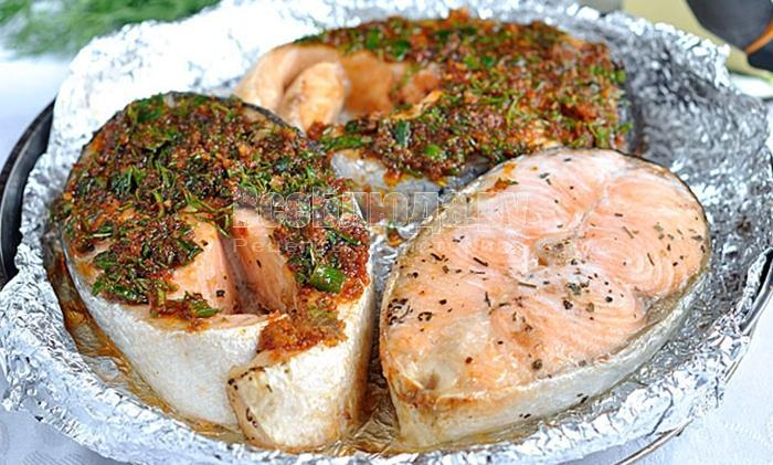 покрыть лосось панировкой