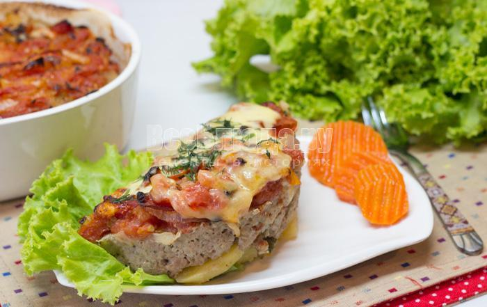 готовая запеканка с фаршем, картошкой и сыром