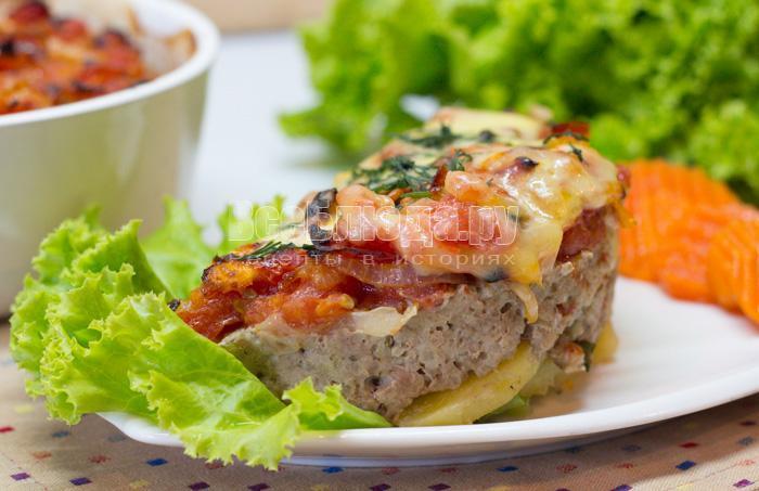 запекаю картошку с фаршем под сыром в духовке
