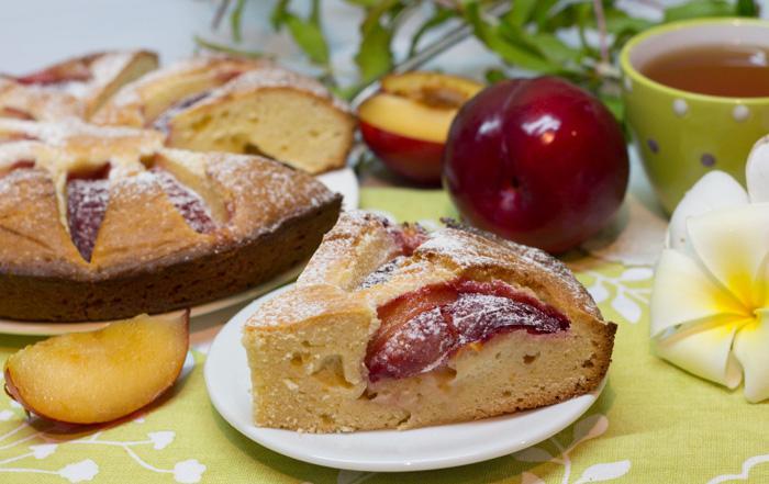 Пирог со сливами (тесто на масле с разрыхлителем)