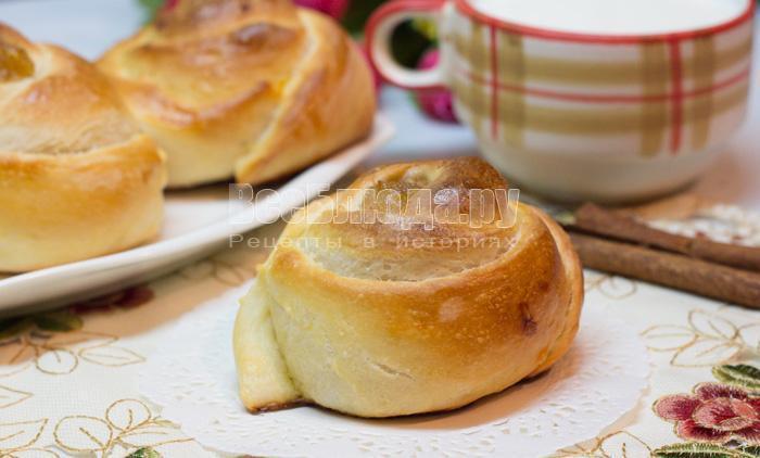 как приготовить булочки в виде розочек с яблоками
