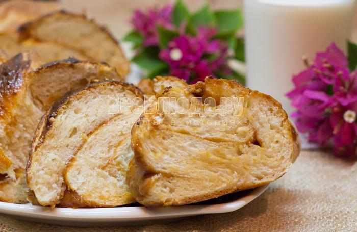 Пирог с вареной сгущенкой на дрожжевом тесте (расстойка в холодильнике)