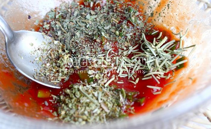 посолить томатный соус