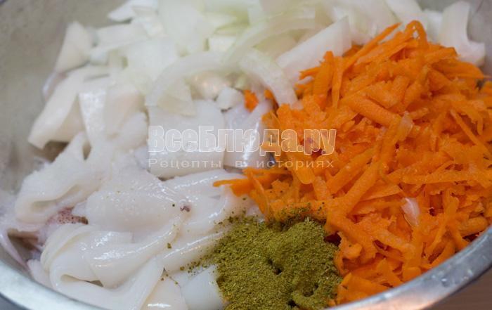 кальмары, лук, морковка