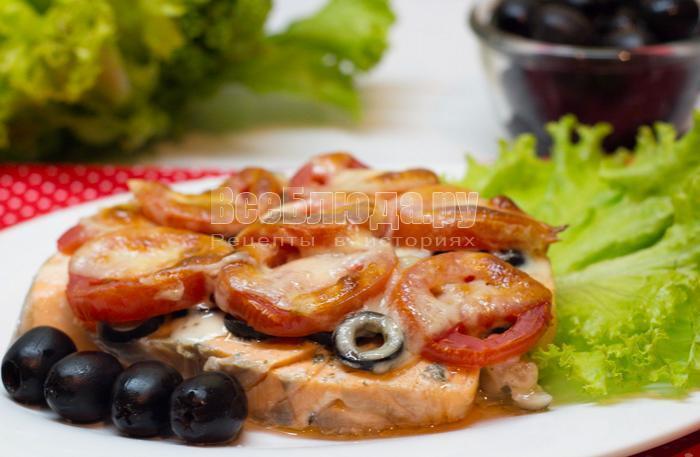 семга с маслинами и помидорами в духовке