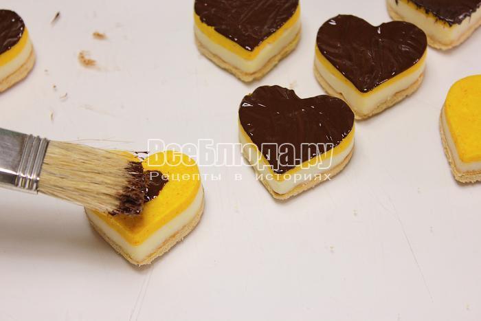 Покрыли десерт шоколадом