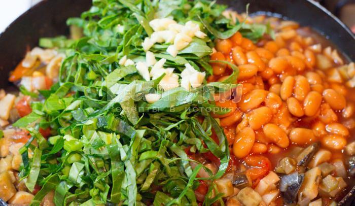 порезать зелень и чеснок