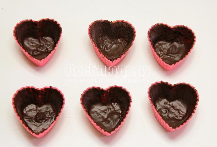 Формочки, покрытые слоем шоколада