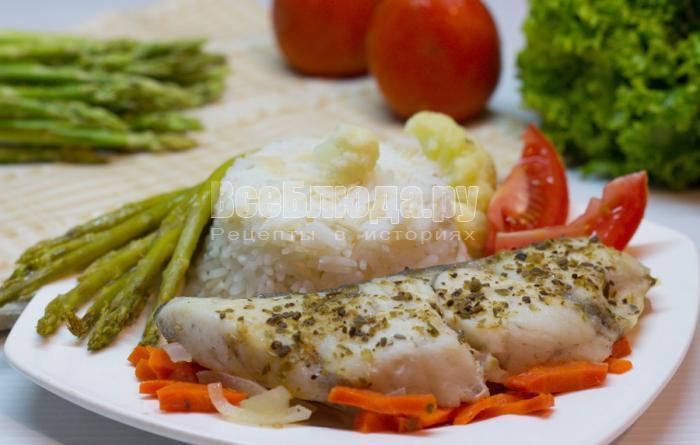 запеченная рыба с овощами в фольге