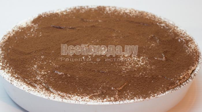 посыпать тирамису какао