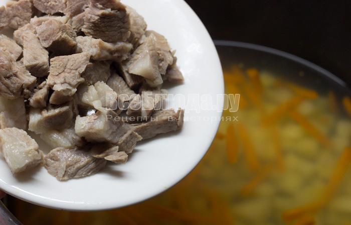 порезать свинину в суп
