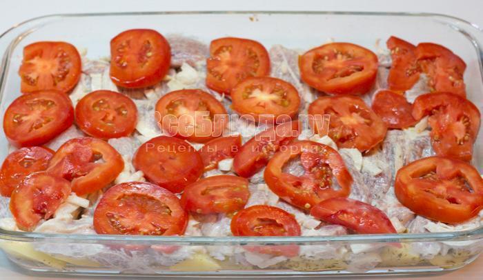 выложить помидоры на картошку
