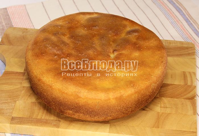 Готовый хлеб на доске