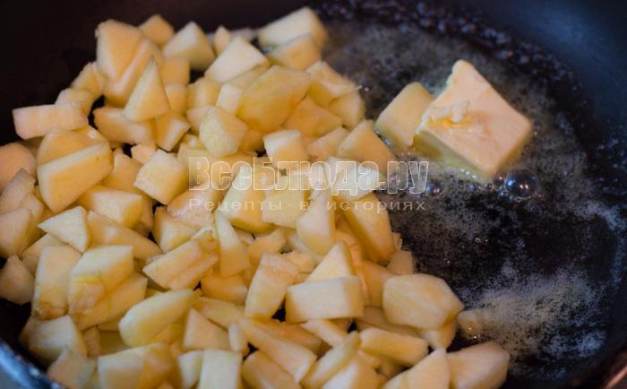 обжарить яблоки в масле