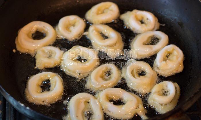 пожарить кольца кальмаров на сковороде