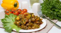Кабачки с грибами, помидорами, болгарским перцем