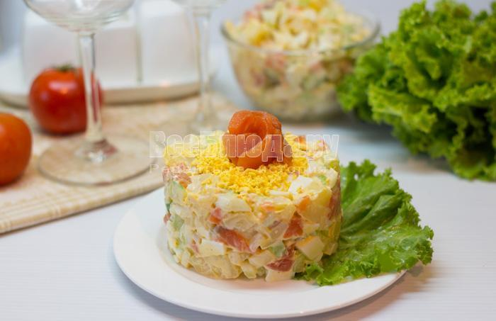 готовый салат с красной рыбой