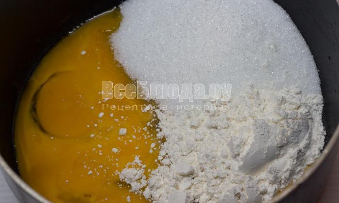 желтки, мука, сахар