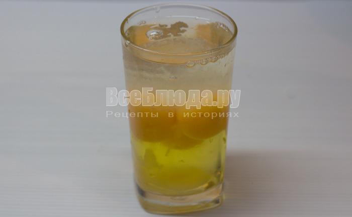 разбить яйца в стакан