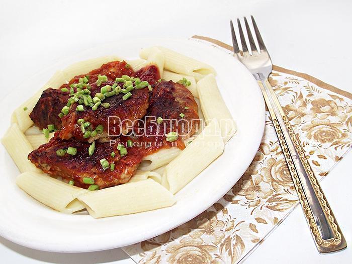 подаем готовое мясо на стол с макаронами