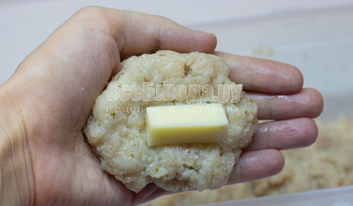 положить сыр в котлету