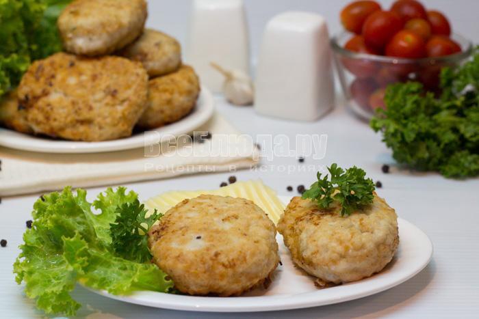 готовые котлеты из куриного филе с сыром