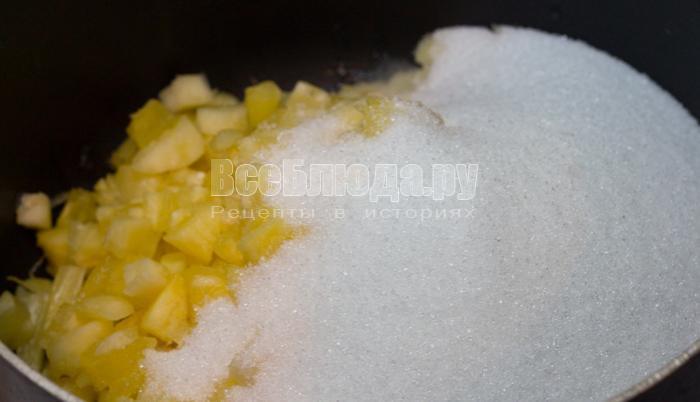 засыпать ананас сахаром