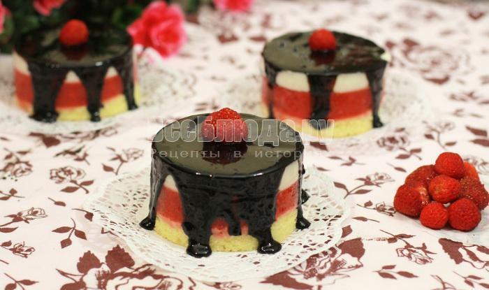 рецепт порционных тортиков с клубникой и творогом