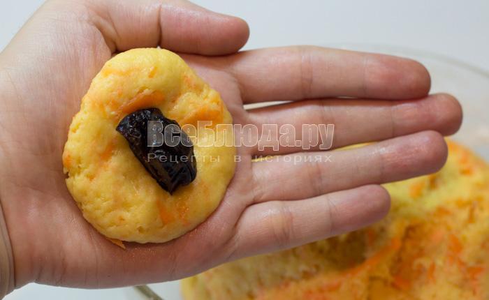 положить чернсолив в печенье