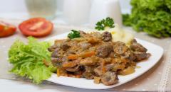 Куриные потрошка в сливочном соусе