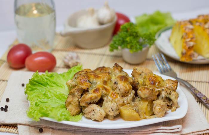 Курица с ананасами и сыром в духовке