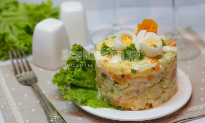 готовый салат с соленой семгой