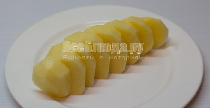порезать картошку на кусочки