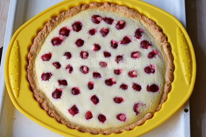 поставить пирог в духовку