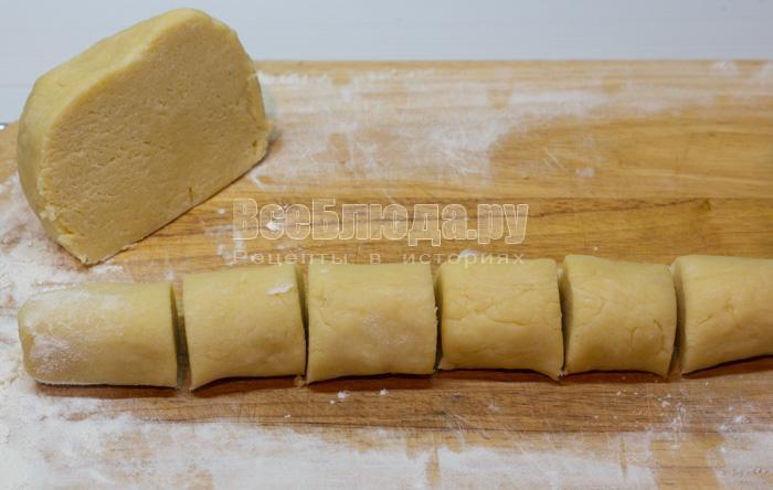 порезать тесто