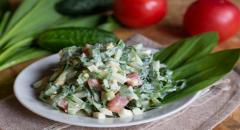 Салат из черемши с помидорами и огурцами