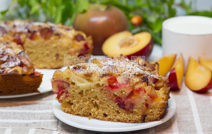 сливово-яблочный пирог, рецепт с фото