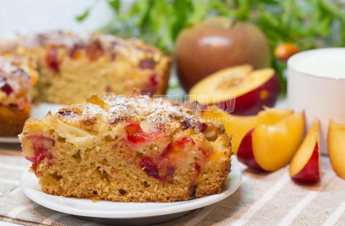 как приготовить пирог со сливами и яблоками