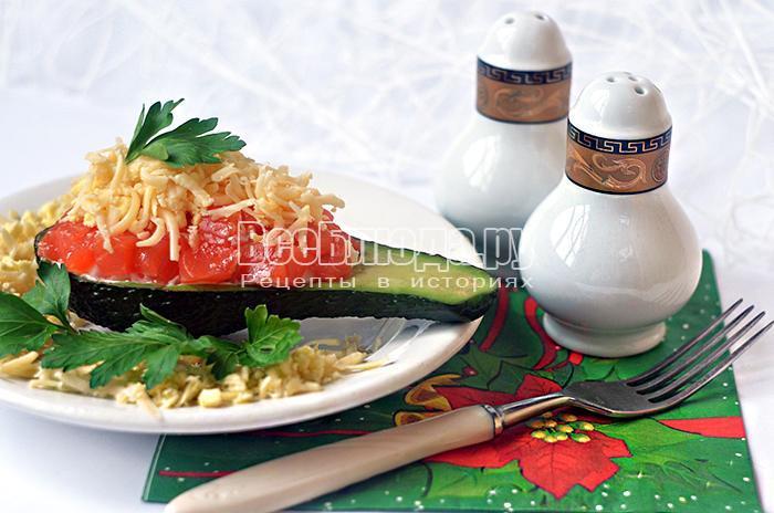 салат с авокадо и форелью