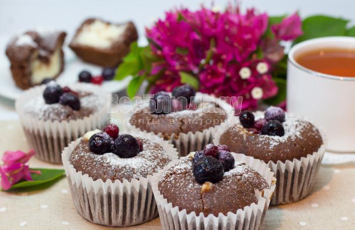 как испечь кексы из шоколадного теста с творогом