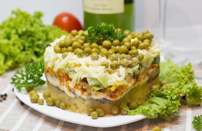 готовый салат со шпротами