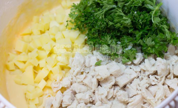 порезала сыр и курицу