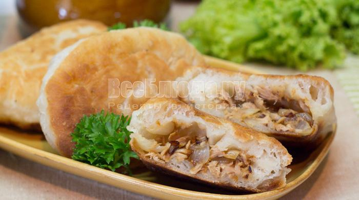 Жареные пирожки с рыбной консервой