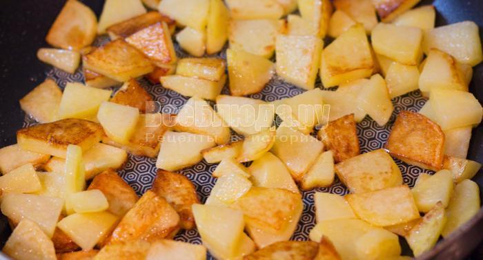 обжарить картошку