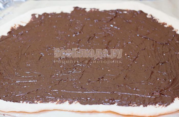 смазать тесто шоколадом